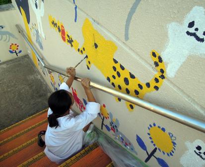 壁画を描こう!「3びきのかめ・1まんねんのぼうけん!」⑧_f0247351_8402548.jpg