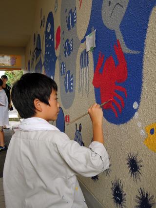 壁画を描こう!「3びきのかめ・1まんねんのぼうけん!」⑨_f0247351_8482184.jpg