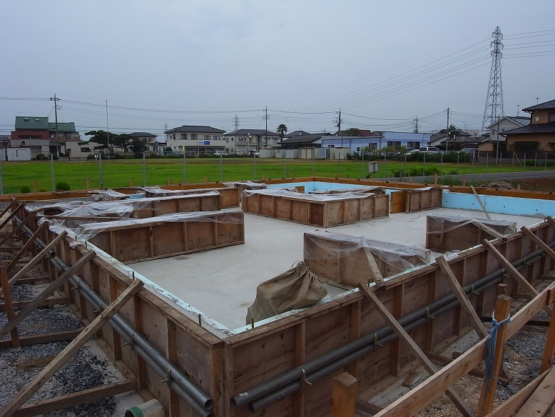 津田の家 基礎コンクリート工事 2013/8/23_a0039934_1824993.jpg