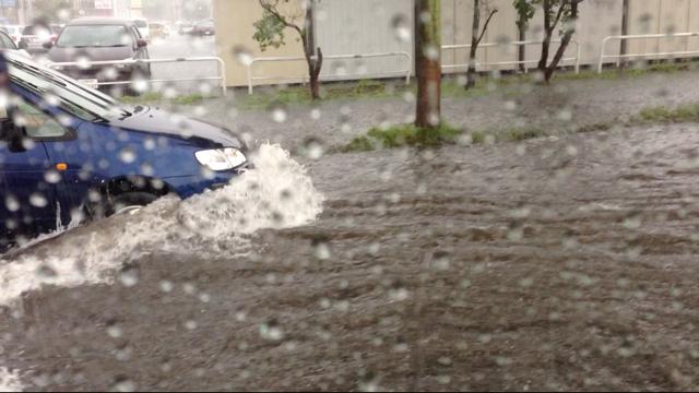 昨日の雨で冠水した羊ヶ丘通り  皆さんお気を付け下さい_b0127002_13351612.png