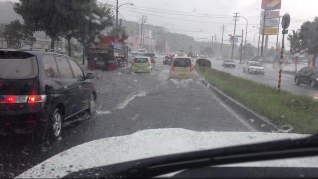 昨日の雨で冠水した羊ヶ丘通り  皆さんお気を付け下さい_b0127002_13351621.png