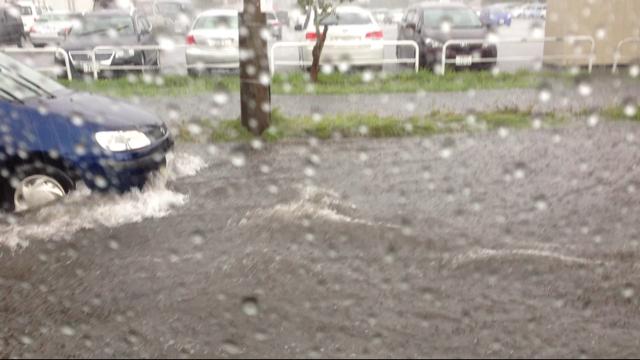 昨日の雨で冠水した羊ヶ丘通り  皆さんお気を付け下さい_b0127002_13351630.png