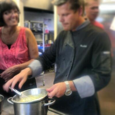 教師14人が即席料理人に_c0252522_1222215.jpg