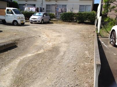 駐車場の除草と除草剤散布_c0186441_17273474.jpg