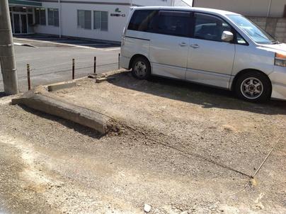 駐車場の除草と除草剤散布_c0186441_17323210.jpg