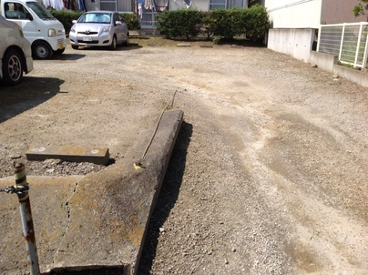 駐車場の除草と除草剤散布_c0186441_17404555.jpg