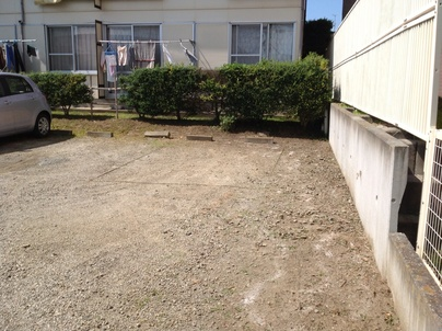 駐車場の除草と除草剤散布_c0186441_17593414.jpg