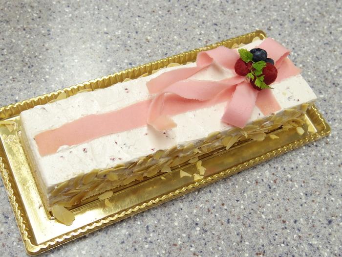 プレゼントボックスという名のケーキ_e0328046_13275622.jpg