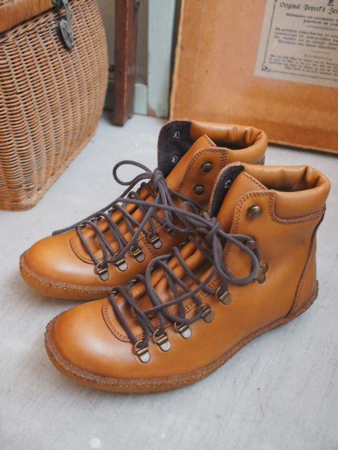 ブーツと・・・テッシュボックスカバー再入荷。_a0164280_1451309.jpg