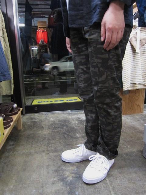 初秋に最適♪♪♪ Kato BASIC ・・・ Tiger CAMO PANTS 入荷です~★★★_d0152280_14362714.jpg