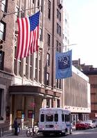 NYっぽいポスター「クリエイティブなニューヨーカー求む」と「ここにいますけど、何か?」_b0007805_23475873.jpg