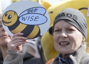 ハチを守れ! 危険農薬にNO!_b0064113_0265341.jpg