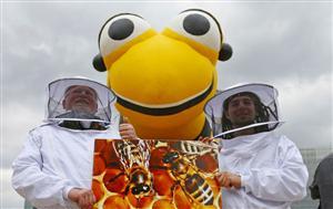ハチを守れ! 危険農薬にNO!_b0064113_0275244.jpg