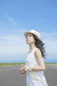 いとうかなこの新曲は乙女ゲーム「花咲くまにまに」オープニング主題歌「悠久ノ空咲ク花」_e0025035_1863223.jpg