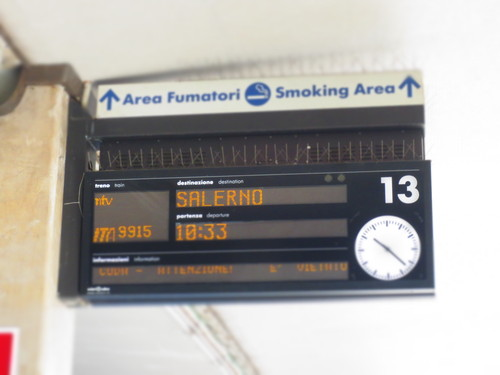 初めてのイタロ乗車とフィレンツェ駅のジプシーさん達のお仕事風景ーーナポリ旅行記_c0179785_21343364.jpg