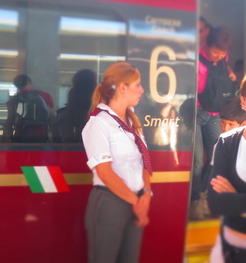 初めてのイタロ乗車とフィレンツェ駅のジプシーさん達のお仕事風景ーーナポリ旅行記_c0179785_2136422.jpg