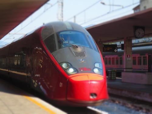 初めてのイタロ乗車とフィレンツェ駅のジプシーさん達のお仕事風景ーーナポリ旅行記_c0179785_21381361.jpg