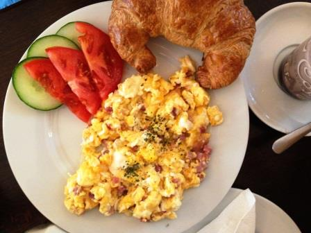 鶏とネギのマヨケチャオイスター炒め&ベルリンの朝食_d0104926_2234347.jpg