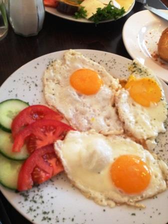 鶏とネギのマヨケチャオイスター炒め&ベルリンの朝食_d0104926_2244435.jpg