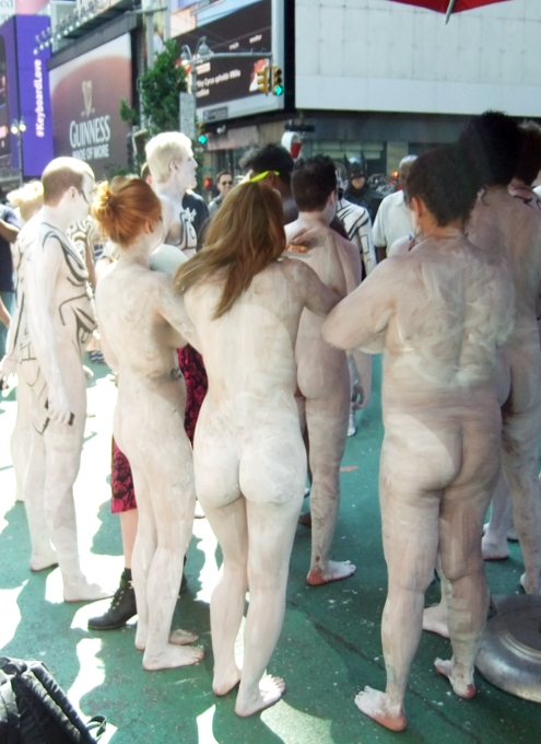 NYタイムズ・スクエアで見かけた全裸ボディ・ペインティング軍団の方々_b0007805_0135166.jpg