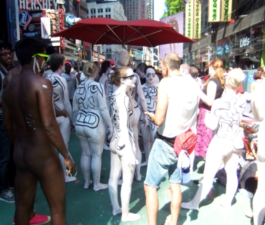 NYタイムズ・スクエアで見かけた全裸ボディ・ペインティング軍団の方々_b0007805_015215.jpg