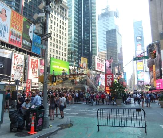 NYタイムズ・スクエアで見かけた全裸ボディ・ペインティング軍団の方々_b0007805_0181100.jpg