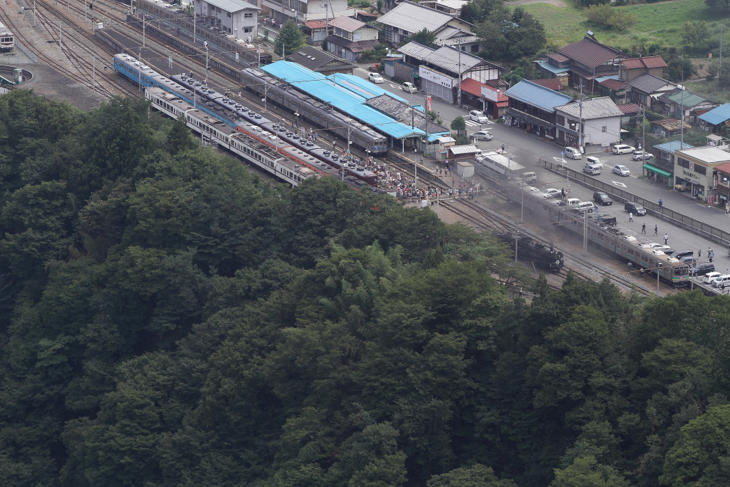旧国鉄101系のさよなら運転とC58のすれ違い - 2013年晩夏・秩父 -  _b0190710_21442059.jpg