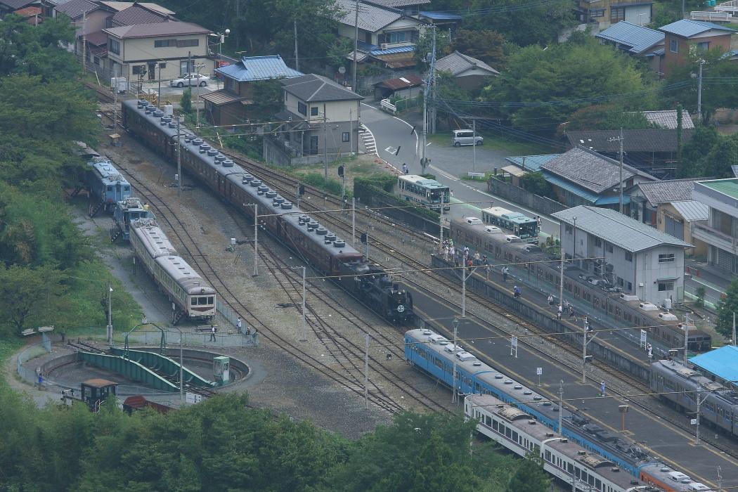 旧国鉄101系のさよなら運転とC58のすれ違い - 2013年晩夏・秩父 -  _b0190710_2145856.jpg