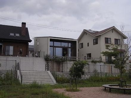 『公園の見える家』 足場が外れました_e0197748_1355211.jpg