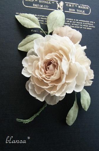 「ハナとハリガネ展」blanca*さんのコサージュ。_e0060555_11503866.jpg
