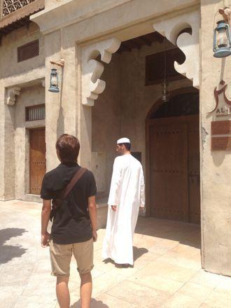 お昼ご飯は、UAE唯一のレストランで。_e0066474_1105539.jpg