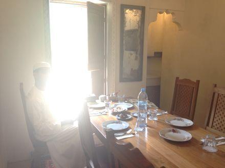 お昼ご飯は、UAE唯一のレストランで。_e0066474_1113154.jpg