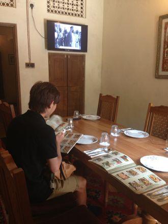 お昼ご飯は、UAE唯一のレストランで。_e0066474_1113492.jpg