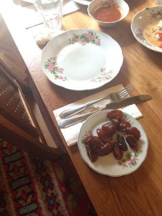 お昼ご飯は、UAE唯一のレストランで。_e0066474_1114111.jpg