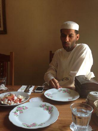 お昼ご飯は、UAE唯一のレストランで。_e0066474_1114664.jpg