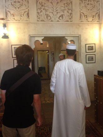 お昼ご飯は、UAE唯一のレストランで。_e0066474_11154.jpg