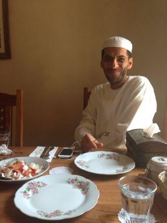 お昼ご飯は、UAE唯一のレストランで。_e0066474_1115624.jpg