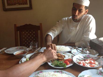 お昼ご飯は、UAE唯一のレストランで。_e0066474_1121763.jpg