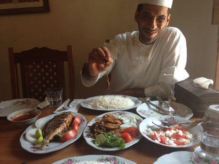 お昼ご飯は、UAE唯一のレストランで。_e0066474_1122145.jpg