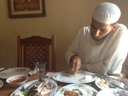 お昼ご飯は、UAE唯一のレストランで。_e0066474_1122674.jpg
