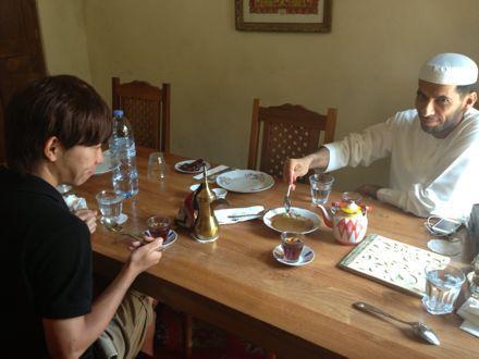 お昼ご飯は、UAE唯一のレストランで。_e0066474_1123530.jpg