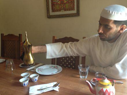 お昼ご飯は、UAE唯一のレストランで。_e0066474_1123977.jpg