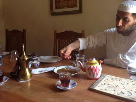 お昼ご飯は、UAE唯一のレストランで。_e0066474_1124447.jpg