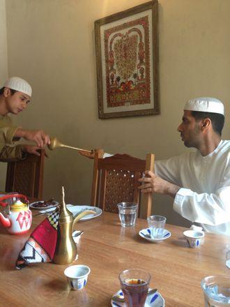 お昼ご飯は、UAE唯一のレストランで。_e0066474_1124870.jpg