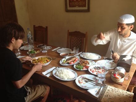 お昼ご飯は、UAE唯一のレストランで。_e0066474_112699.jpg