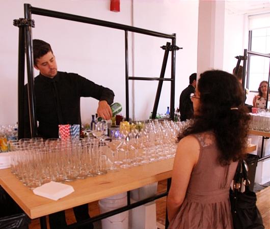 NYで初のGoogle Glassパーティ、お酒や軽食はこんな感じ_b0007805_0451178.jpg