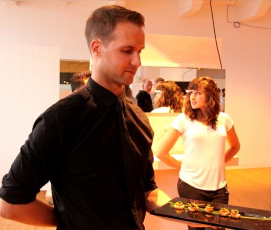 NYで初のGoogle Glassパーティ、お酒や軽食はこんな感じ_b0007805_0453316.jpg