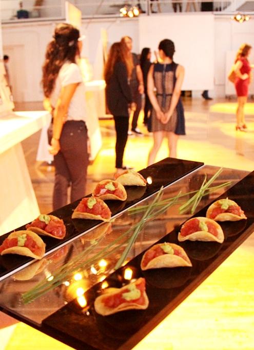 NYで初のGoogle Glassパーティ、お酒や軽食はこんな感じ_b0007805_0575269.jpg