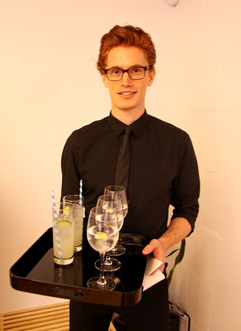 NYで初のGoogle Glassパーティ、お酒や軽食はこんな感じ_b0007805_058521.jpg