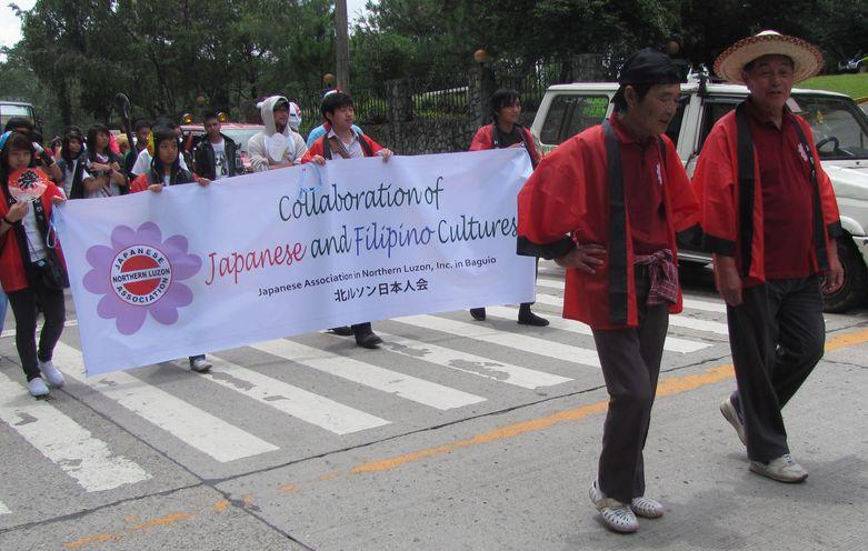 Baguio Day Parade 2013 フィリピン・バギオ市制104周年記念 コスプレ・パレード_a0109542_14273410.jpg